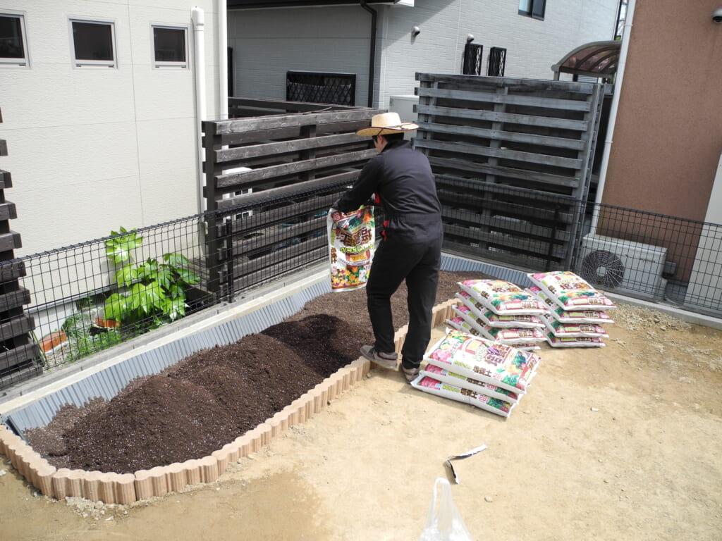 培養土投入