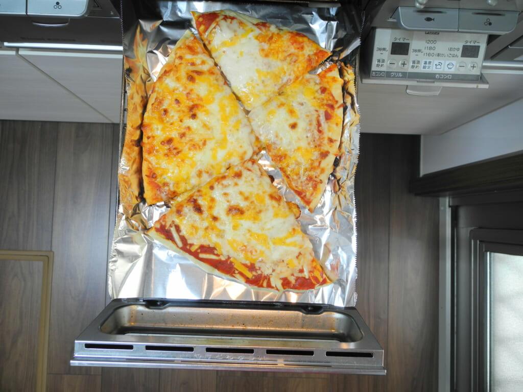 焼いたあとのピザ