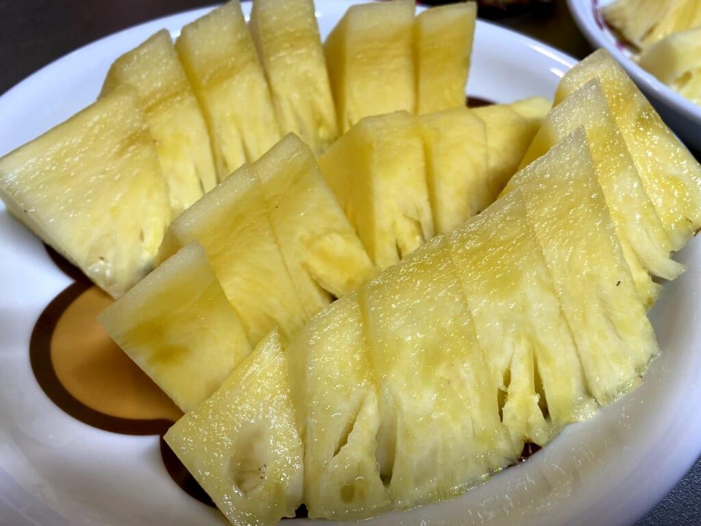 切り分けた台湾パイナップル